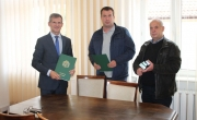 zdjęcie z podpisania umowy